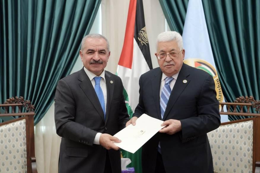 غضب الشارع يجبر عباس على الاعتراف بفضيحة الرواتب ويرغمه على التراجع
