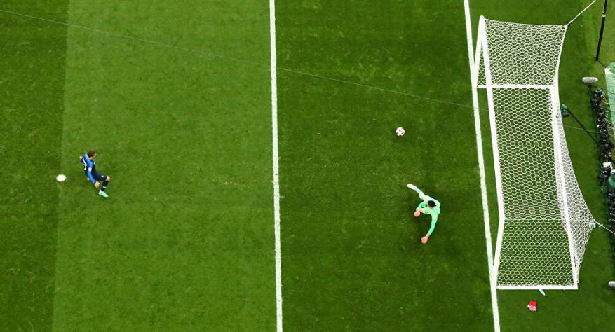"""احتساب ضربة جزاء """"غريبة"""" خلال مباراة في منافسات كأس الخليج العربي"""