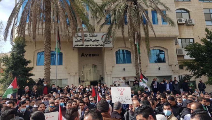 خبير قانوني لشهاب: قرارات عباس بشأن القضاء تهدد مسار العملية الانتخابية