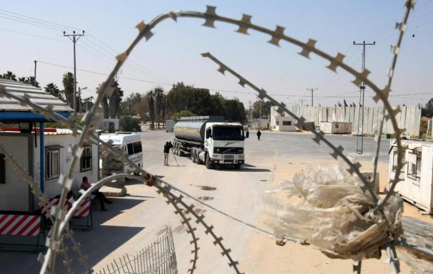 """الاحتلال يغلق معبر """"كرم أبو سالم"""" لإشعار أخر"""