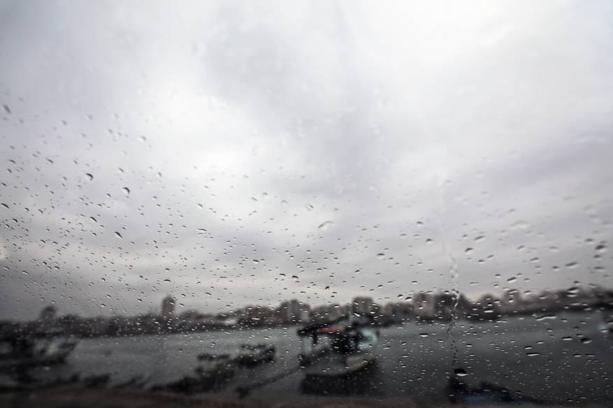 الطقس: استمرار تساقط الأمطار وأجواء شديدة البرودة ومنخفض جديد غدًا