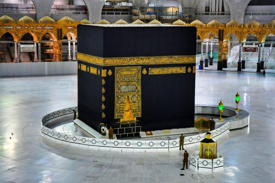 بموافقة ملك السعودية.. إقامة صلاة العيد في الحرمين غدا دون مصلين