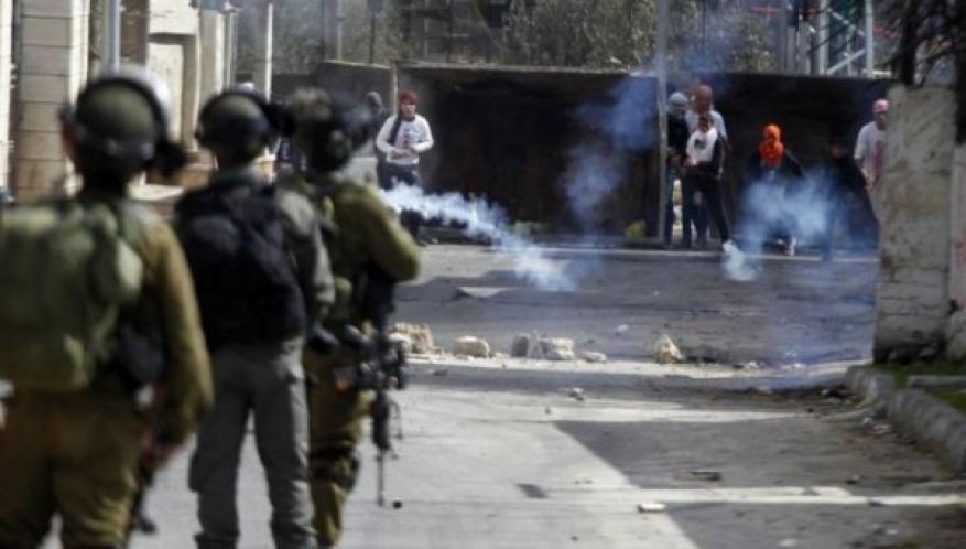 إصابات بالاختناق خلال مواجهات مع الاحتلال في كفر عقب شمال القدس