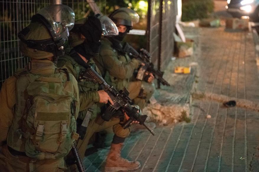 الاحتلال يعتقل 9 مواطنين بحملة مداهمات بالضفة الغربية والقدس