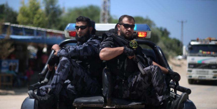 """""""لا أحد فوق القانون"""".. الداخلية: نتابع اعتداء مجموعة مسلحة على المصلين بمسجد شرق خانيونس"""