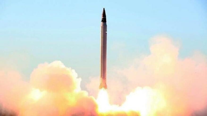 """إيران تنشر للمرة الأولى فيديو للهجوم الصاروخي على القوات الأمريكية في """"عين الأسد"""" بالعراق"""