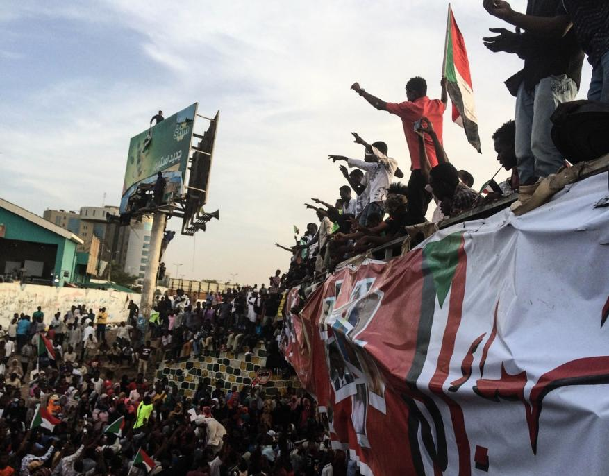 """""""الدعم السريع"""" يحاول فض اعتصام القيادة العامة بالخرطوم"""