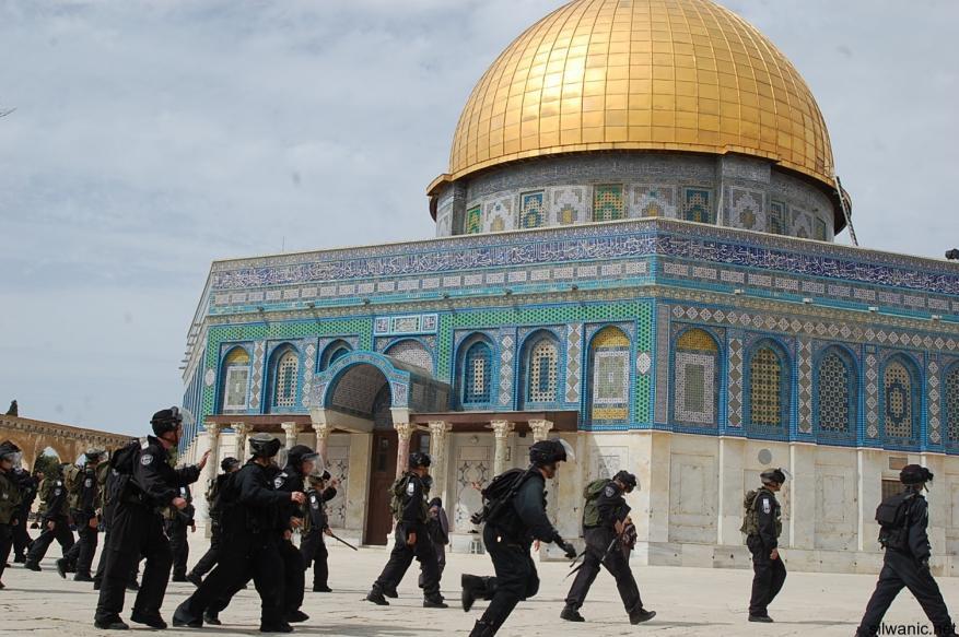 حماس: المسجد الأقصى كفيل بتفجير الأحداث بوجه الاحتلال