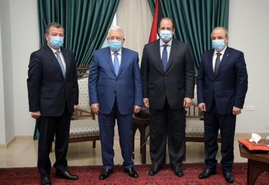 عباس يطلع رئيسي المخابرات المصرية والأردنية على تطورات الانتخابات