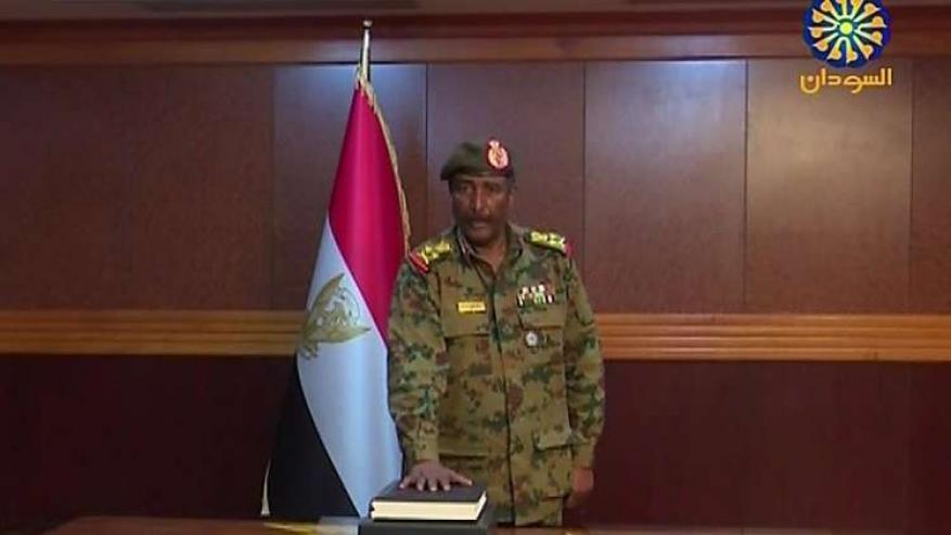 من هو رئيس المجلس العسكري الانتقالي الجديد في السودان؟