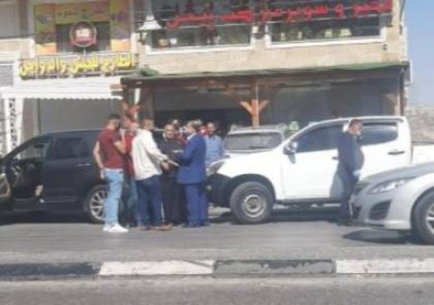 قوات الاحتلال تجبر محافظ نابلس على مغادرة حوارة برفقة عناصر أمن للسلطة بلباس مدني