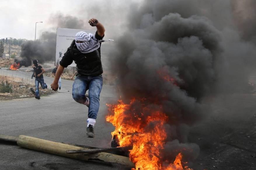 """""""هآرتس"""": الدوائر الأمنية الإسرائيلية تتوقع انفجار الأوضاع مع الفلسطينيين"""