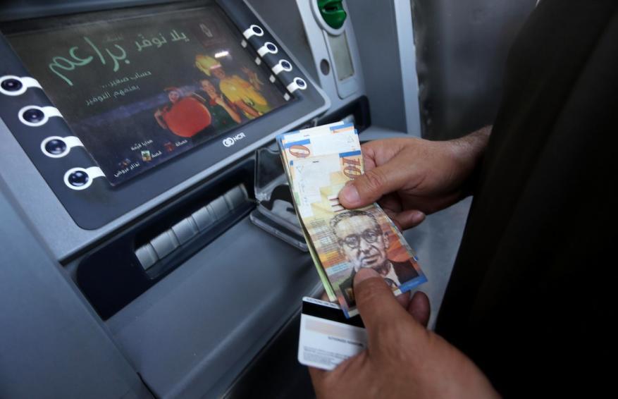 محاولة سرقة صراف آلي لأحد البنوك في الخليل