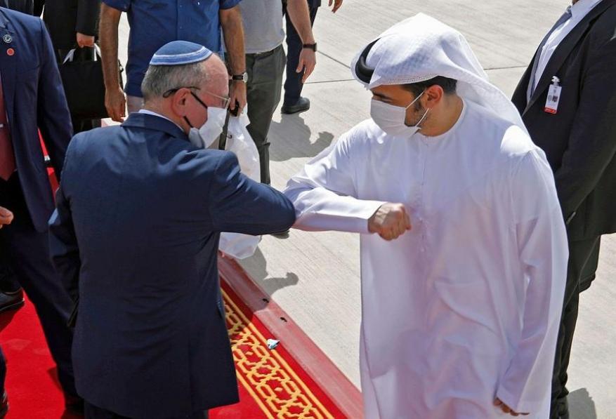 """لأول مرة عربيًا.. الإمارات توقع 99 اتفاقية مع """"إسرائيل"""" لترسيخ الاستثمار المتبادل"""