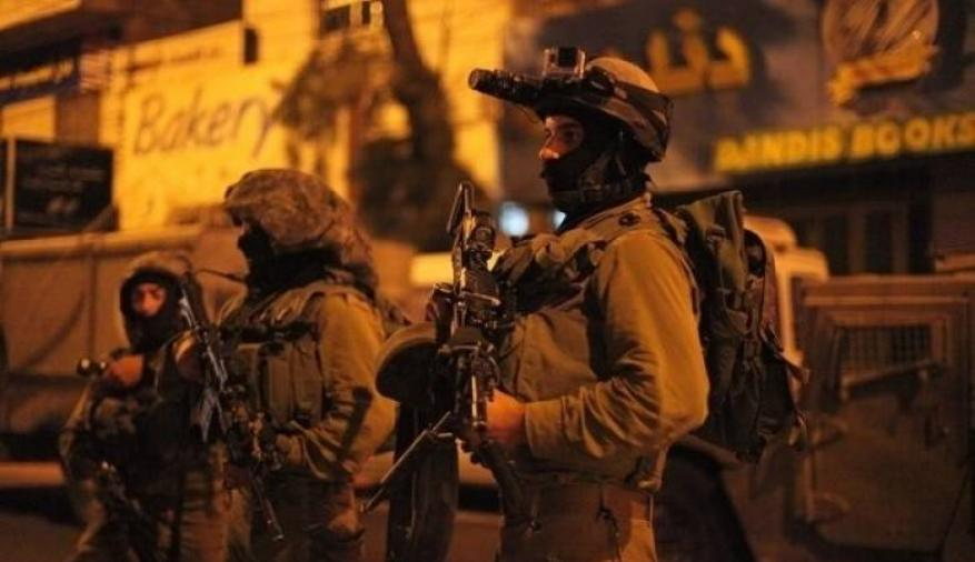 الاحتلال يعتقل شابا قرب الحرم الإبراهيمي في الخليل