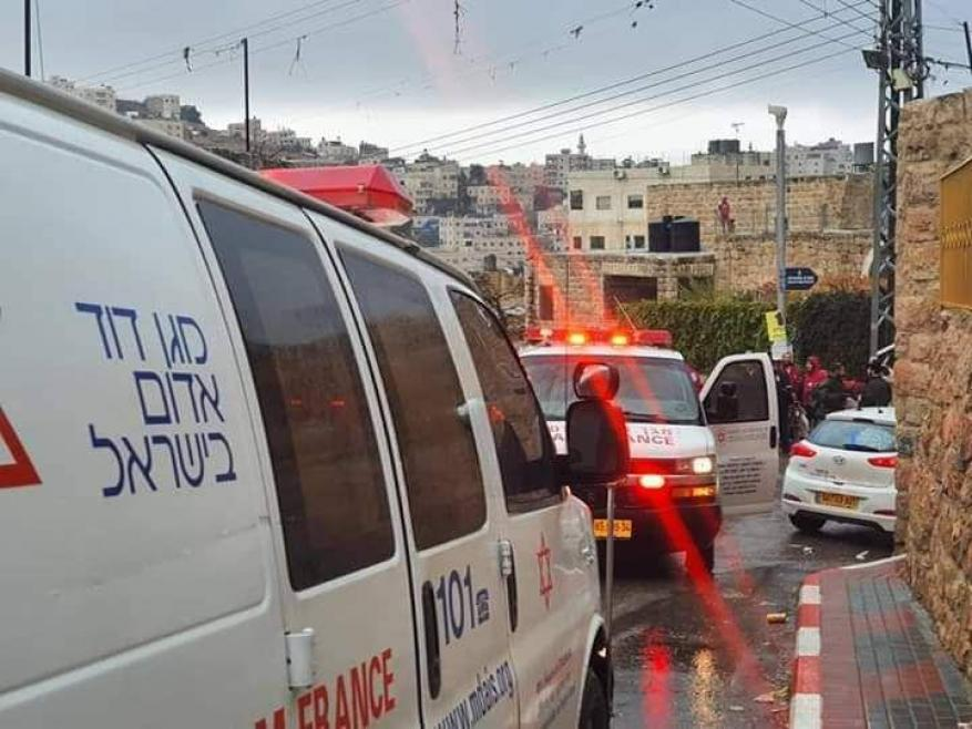 إصابة مستوطن بعملية طعن في الخليل واعتقال المنفذ
