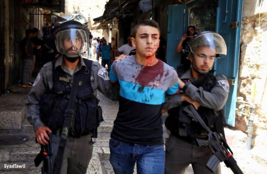قوات الاحتلال تعتدي على ثلاثة أسرى وتُنكل بهم أثناء عملية اعتقالهم