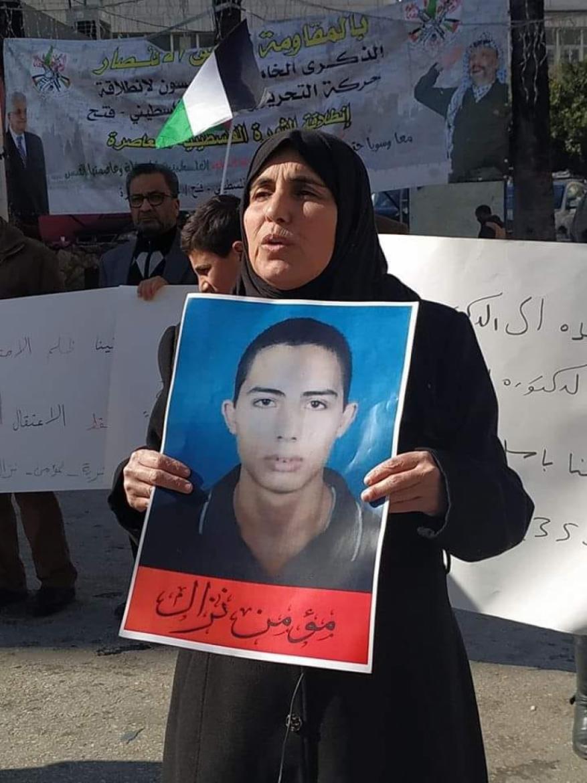 المعتقل بسجون السلطة مؤمن نزال يضرب عن الطعام والماء