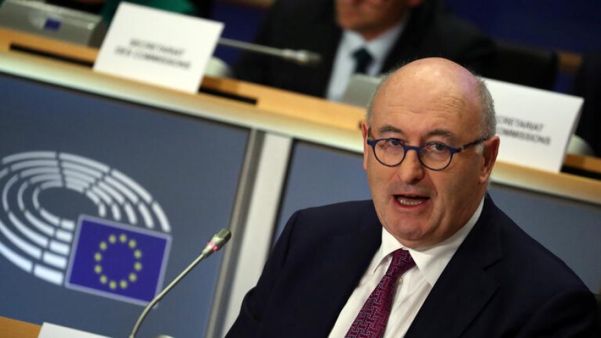 المفوض الأوروبي للتجارة يدعو واشنطن لرفع رسومها الجمركية عن بضائع الاتحاد فورا