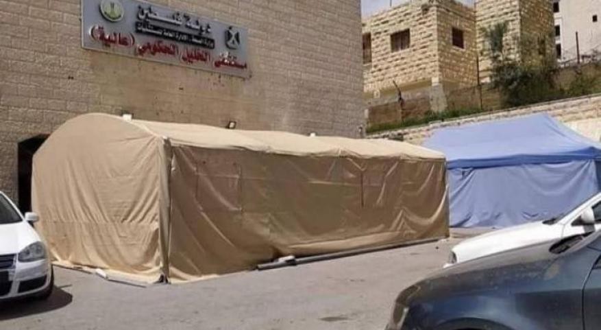 مواطن من الخليل يولد زوجته المصابة بكورونا على باب مشفى دون تدخل الأطباء!