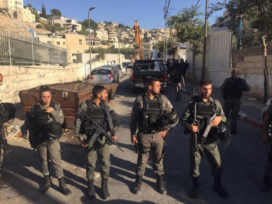 الاحتلال يفرض الحبس المنزلي على 3 شبان ويبعد رابعا عن القدس