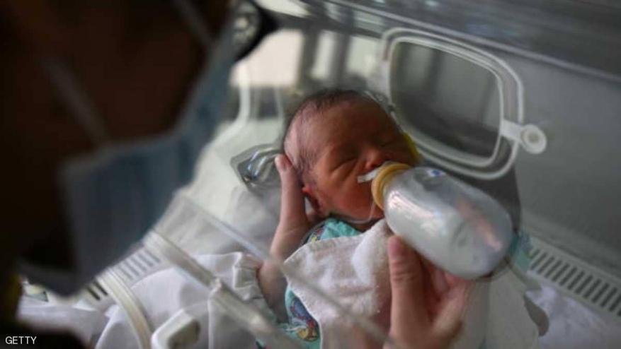 """تحقيق صيني """"فوري"""" بأول ولادة لطفلين معدلين جينيا"""