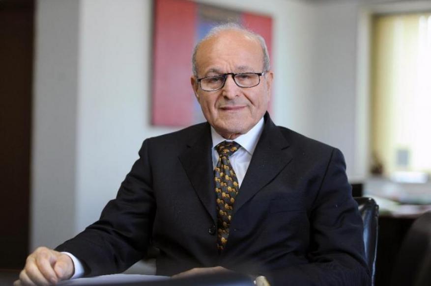 النيابة الجزائرية تبدأ التحقيق مع أغنى رجل في البلاد بتهم فساد