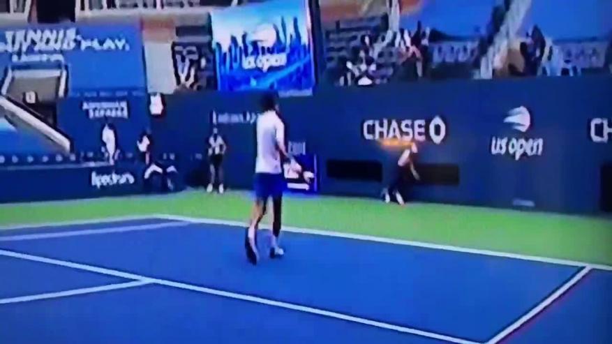 طرد ديوكوفيتش من بطولة أمريكا للتنس عقب ضربه للحكم