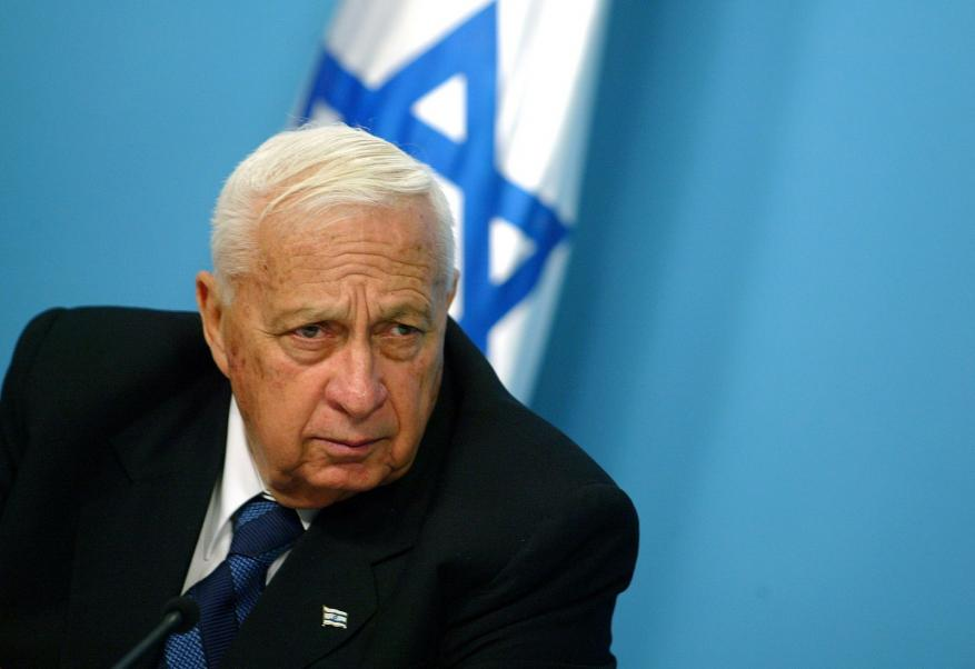 قبيل دخوله بغيبوبة.. صحيفة عبرية: شارون خطط لانسحاب أحادي من الضفة