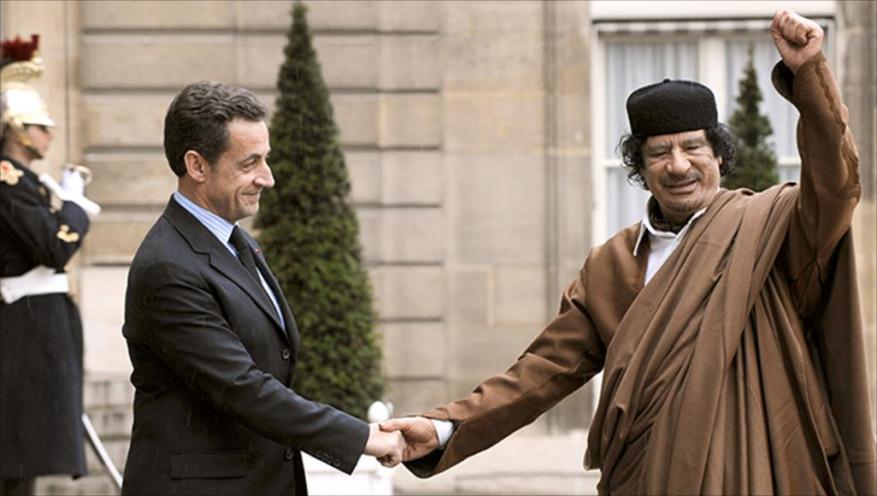 صحيفة فرنسية: ساركوزي والقذافي.. هل هناك مكيدة خلف الكواليس؟