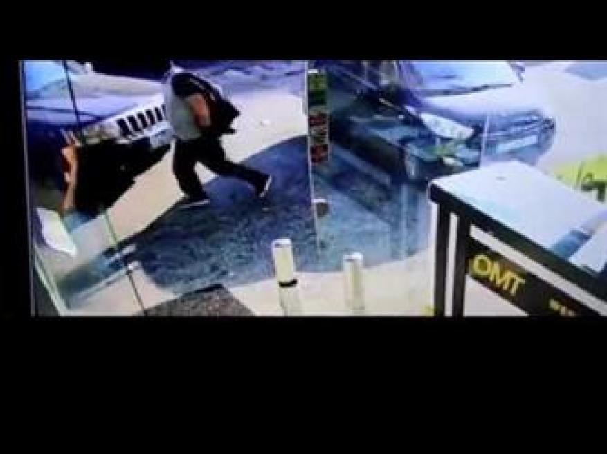 مسلحون يختطفون رجلًا من أمام محل لتحويل الأموال في لبنان