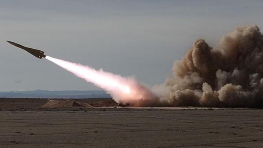 """الجيش الإيراني يختبر بنجاح صاروخ """"شلامجة"""""""