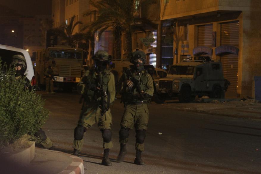 الاحتلال يقتحم بيتونيا ويصادر أجهزة تسجيل الكاميرات