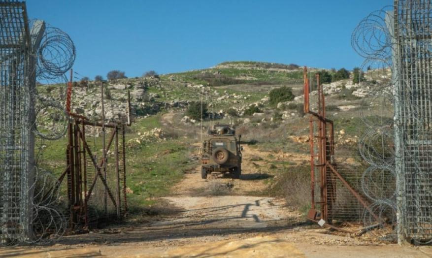 جيش الاحتلال يحقق مع مواطن على حدود غزة