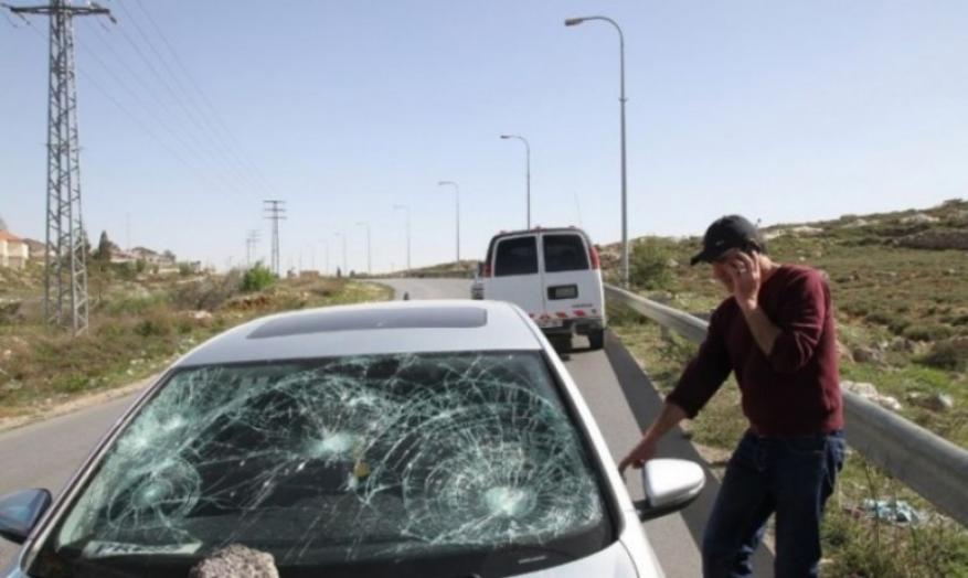 مستوطنون يهاجمون مركبة مواطنين بالحجارة قرب سيلة الظهر جنوب جنين