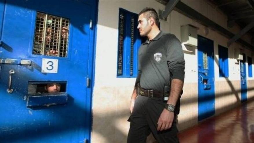 """الأسير كراكرة يتعرض للتعذيب النفسي والجسدي في معتقل """"المسكوبية"""""""