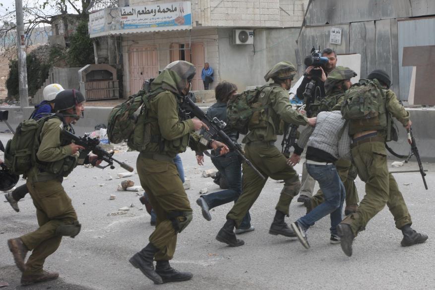 الاحتلال يعتقل أربعة شبان من بيت لحم بينهم أسير محرر