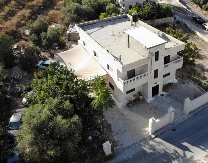 """بالفيديو .. الاحتلال يهدم بناية عائلة مسؤول حراس """"الأقصى"""" في العيسوية"""