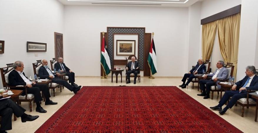 عباس يترأس اجتماعا للجنة الأزمة