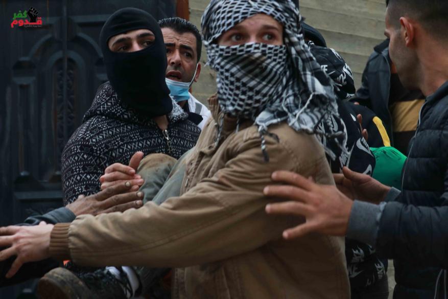 4 إصابات بالرصاص إحداها في الرأس خلال قمع الاحتلال مسيرة كفر قدوم الأسبوعية