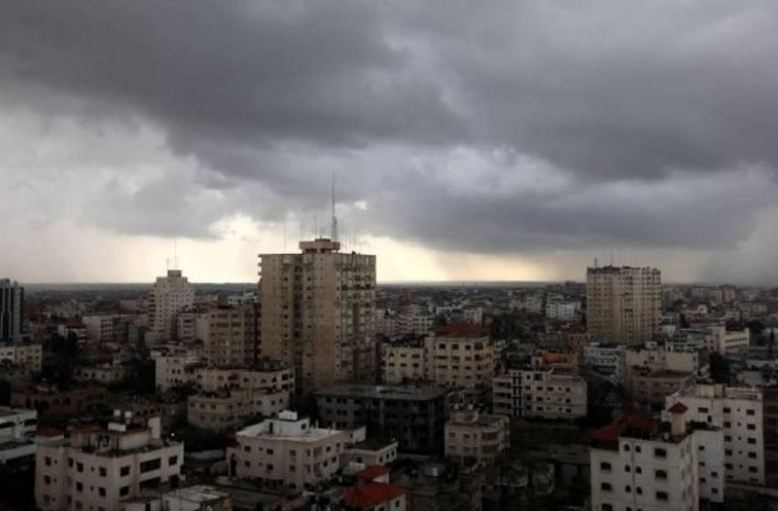 الطقس: انخفاض على درجات الحرارة مساء وأمطار متفرقة ليلا