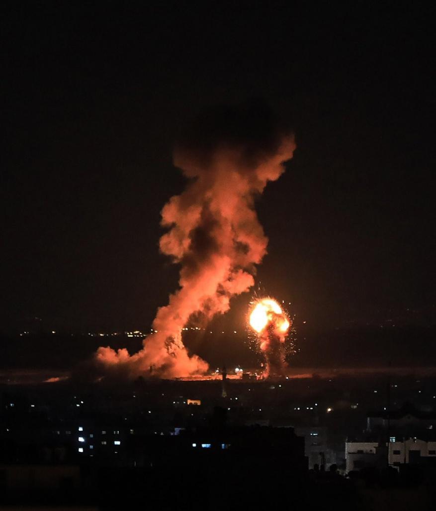 تصعيد إسرائيلي على غزة.. قصف جوي وطوق أمني في البحر