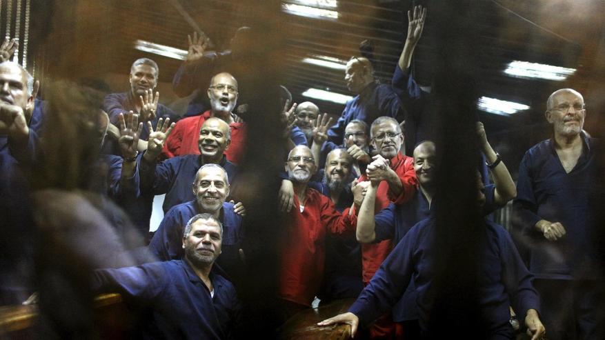 """الحكم بالسجن المؤبد بحق مرشد الإخوان و10 آخرين في قضية """"التخابر مع حماس"""""""