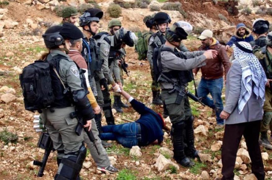 اعتداء وحشي.. قوات الاحتلال تقمع اعتصامًا لأهالي بلدة الشيوخ بالخليل (فيديو)