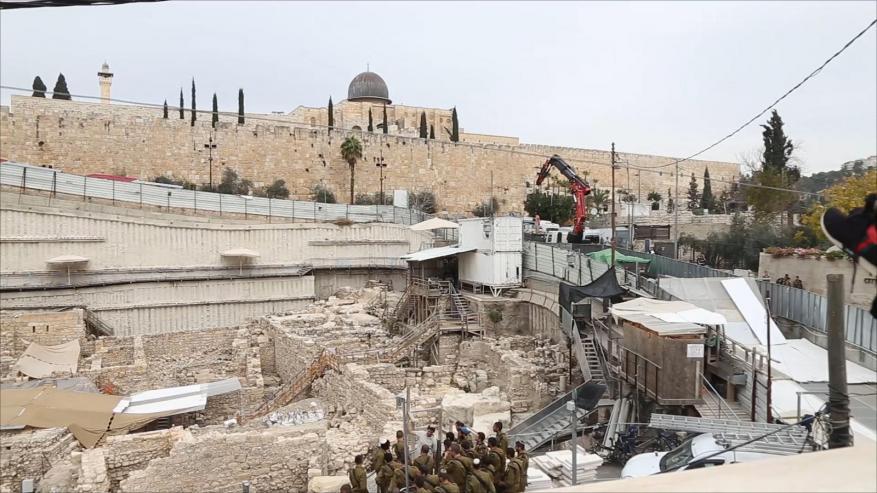 أكثر من 100 حفرية إسرائيلية أسفل القدس والمسجد الأقصى