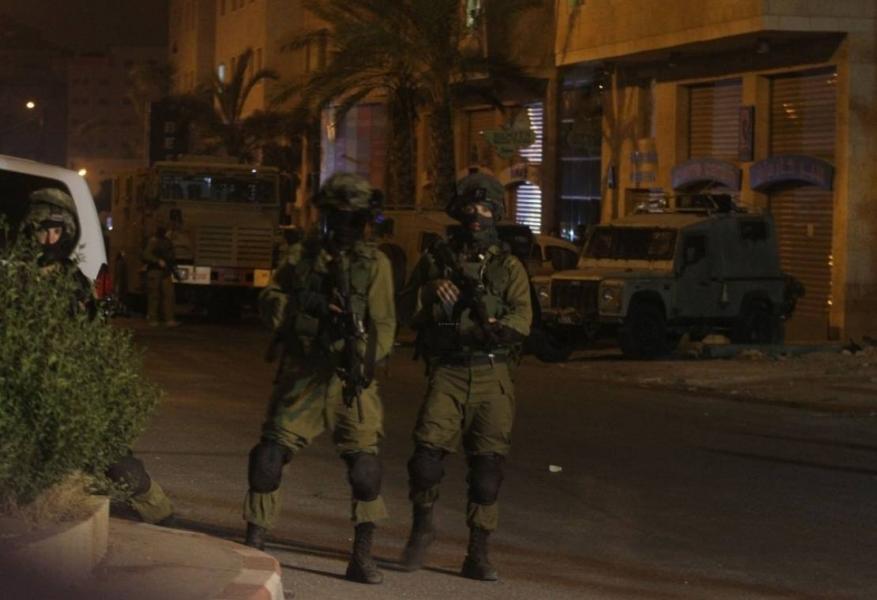 الاحتلال يعتقل 12 فلسطينيا بالضفة المحتلة