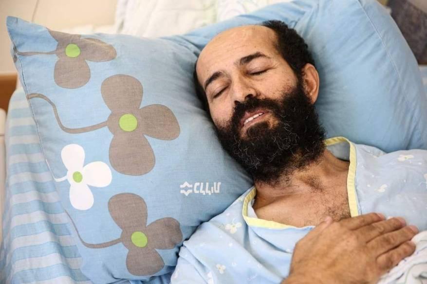 تدهور خطير على صحته.. الأسير ماهر الأخرس يواصل إضرابه عن الطعام لليوم الـ 92
