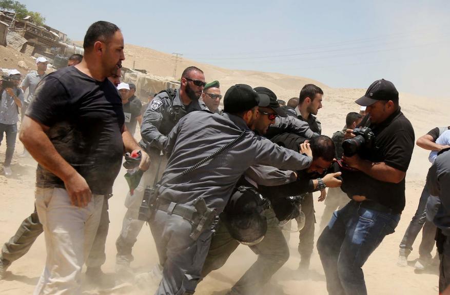 عقب انتهاء مهلة الاحتلال.. الخان الأحمر يواجه خطر الهدم الإسرائيلي
