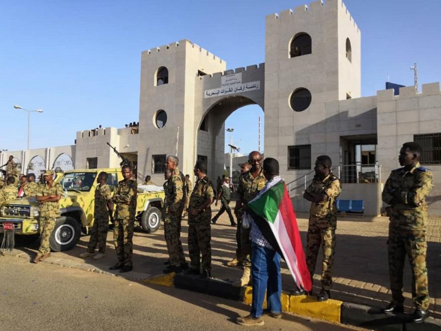 الجيش السوداني يحاصر منزل أشقاء البشير بالخرطوم