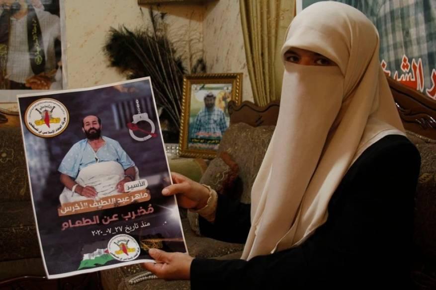 زوجة الأسير الأخرس لشهاب: تم نقل زوجي لوجود حالة كورونا في القسم المتواجد فيه